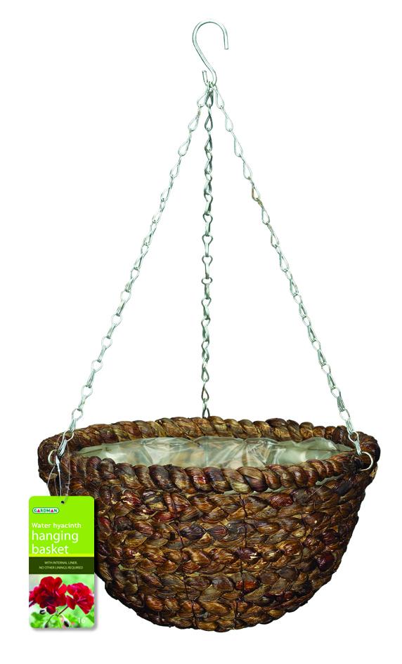 Корзина подвесная для цветов Gardman, диаметр 35 см. 0219402194Подвесная плетеная корзина Gardman изготовлена из водного гиацинта. Каркас выполнен из металла. Корзина уже оснащена специальной пленкой и полностью готова для посадки растений. Прекрасно подходит для цветов. Подвешивается с помощью специальной тройной металлической цепи с крючком. Кашпо часто становятся последним штрихом, который совершенно изменяет интерьер помещения или ландшафтный дизайн сада. Благодаря такому кашпо вы сможете украсить вашу комнату, офис или сад. Характеристики: Материал: металл, водный гиацинт. Диаметр корзины: 35 см. Высота корзины: 18 см. Товары для садоводства от Gardman - это вещи, сделанные с любовью, с истинно английской практичностью, основанной на глубоких традициях садоводства Великобритании. Эти товары широко известны садоводам Европы, США, Канады и Японии. Демократичные цены и продуманный ассортимент Gardman завоевал признательность и российского покупателя, достойного хороших, качественных вещей. В...