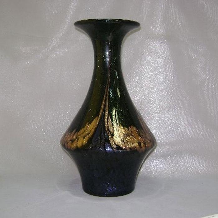 Ваза Dale Tiffany, цвет: черный, золотистый, высота 28 см. C08r004C08r004Элегантная ваза Dale Tiffany выполнена из высококачественного стекла и оформлена оригинальным орнаментом с блестками. Она придется по вкусу и ценителям классики, и тем, кто предпочитает утонченность и изящность. Вы можете поставить вазу в любом месте, где она будет удачно смотреться и радовать глаз. Такая ваза подойдет и для цветов, и для декора интерьера. Кроме того - это отличный вариант подарка для ваших близких и друзей.