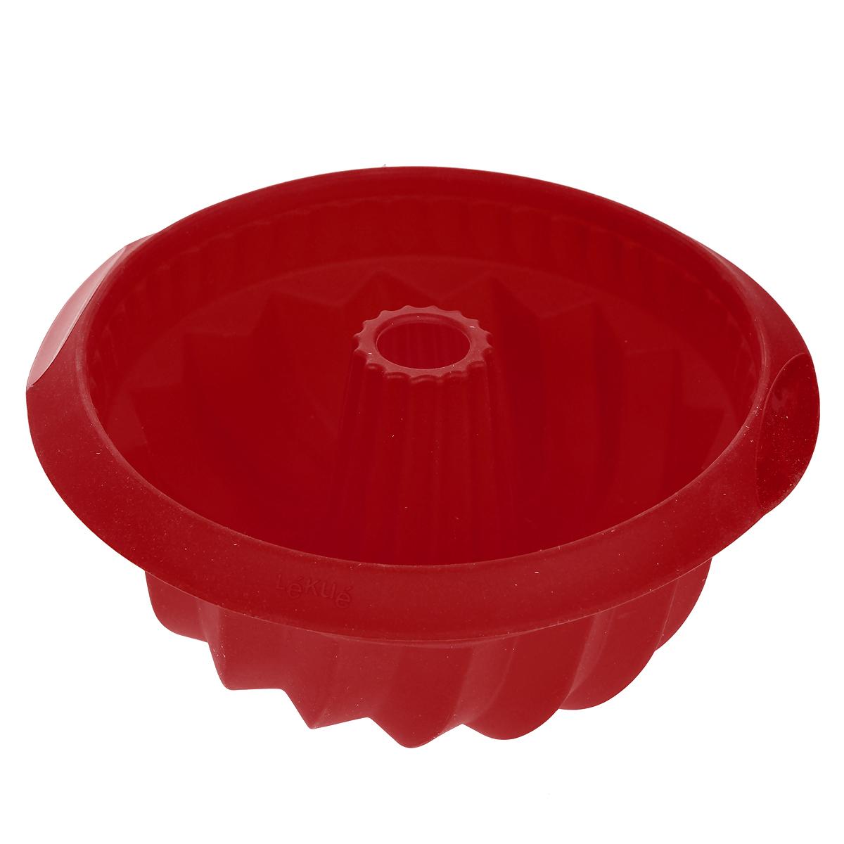 Форма для выпечки Lekue Саварин, цвет: красный. Диаметр 22 см1211800R01M033Форма для выпечки Lekue Саварин, выполненная из силикона красного цвета, поможет вам получить профессиональные и красивые изделия в домашних условиях. Форма обладает антипригарными свойствами, ее легко использовать, мыть и хранить. Отделять готовое изделие от формы несложно, при этом не надо смазывать их жиром или маслом. Характеристики: Материал: силикон. Внутренний диаметр формы: 22 см. Размер формы: 26 см х 26 см 11 см.