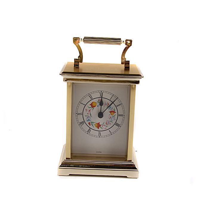 Каретные часы в винтажном стиле. Композитный материал, роспись, стекло, Китай, конец XX векашкфс.та.бал2Каретные часы в винтажном стиле. Композитный материал, роспись, стекло, Китай, конец XX века. Высота 15 см, ширина 13 см, длина 10 см. Сохранность хорошая. Часовой механизм современный, на AA-батарейке. Часы прямоугольной формы с ручкой для переноса выполнены в классическом винтажном стиле. Задняя дверца открывается. Изысканные винтажные каретные часы станут особенным украшением Вашего рабочего кабинета или гостиной с камином! Часы привнесут в интерьер нотку истинного аристократизма и блестяще подчеркнут безупречный вкус и благородный стиль владельца.