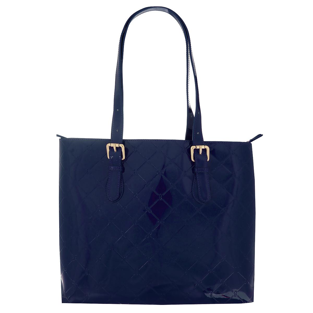 Сумка женская Gianni Conti, цвет: синий. 37739553773955 blueСтильная женская сумка Gianni Conti выполнена из высококачественной лаковой кожи синего цвета, оформленной декоративным тиснением. Сумка имеет одно вместительное отделение, закрывающееся на металлическую молнию. Внутри - вшитый кармашек на молнии, два накладных кармашка для мелочей и большой накладной карман. Сумка оснащена удобными ручками, позволяющими носить ее на плече. Фурнитура - золотистого цвета. Сумка - это стильный аксессуар, который подчеркнет вашу индивидуальность и сделает ваш образ завершенным. Знак Pelle Conciata al Vegetale in Toscana гарантирует, что кожа была выделана исключительно естественными извлеченными из растений танинами, без употребления запрещенных законом веществ. Танины, использованные в процессе медленного дубления, - секрет качества выделки. Маленькие прожилки, морщины и едва заметные царапины свидетельствуют о естественности материала, гарантируя уникальность каждой кожи. И сегодня в сердце Тосканы дубильщики верны традициям...