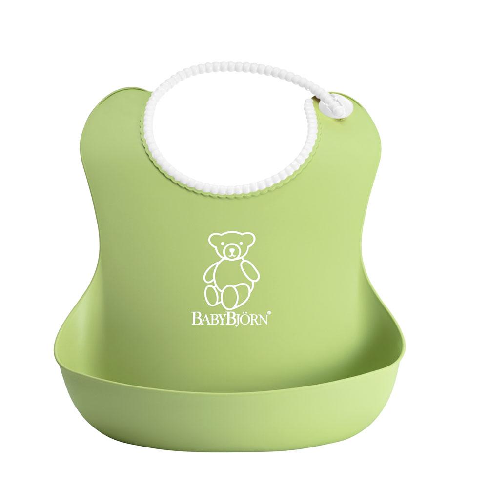 Нагрудник BabyBjorn пластиковый, с карманом, цвет: зеленый0462.62Оригинальный нагрудник BabyBjorn имеет глубокий карман для улавливания пищи - как бы ребенок ни крутился, пища все равно останется в кармане. Мягкая горловина нагрудника не царапает шею малыша, а замочек легко застегивается.