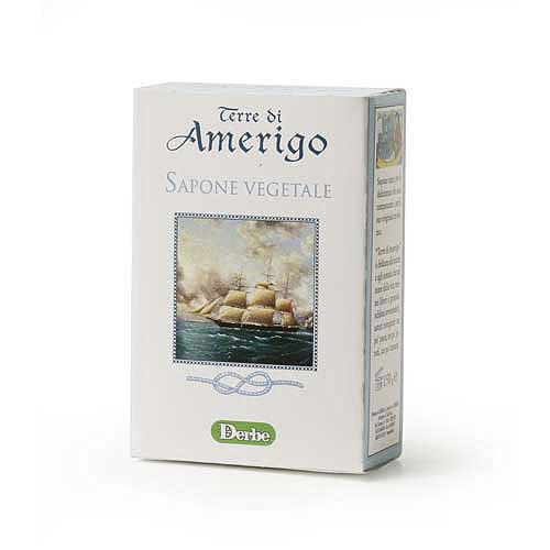 Derbe Мыло Terre Di Amerigo, 150 гA901522817Мягкое деликатное мыло Derbe Terre Di Amerigo имеет стойкий крепкий аромат, который невозможно не заметить. Ваши руки будут пахнуть так, как будто вы нанесли на них парфюм. Шампунь, мыло и дезодорант серии Terre Di Amerigo в единой парфюмерной гамме завершают образ сильного уверенного в своих силах мужчины, склонного к приключениям и авантюрам!