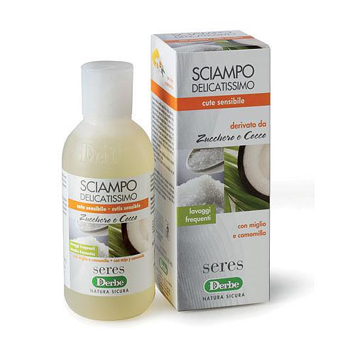 Derbe Шампунь Сахар и кокос для тонких волос, 200 млA908598117Нежно очищающий шампунь для тонких волос и чувствительной кожи головы,успокаивает и нормализует кожу головы. Подходит для частого использования. Назначение: эффективное очищение и уход для тонких волос и чувствительной кожи головы. Эффекты: обеспечивает очищение кожи, не нарушая гидролипидную мантию и не вызывая раздражение. Очищает и увлажняет кожу головы, придает волосам здоровый блеск и чистоту. Экстракт ромашки обладает смягчающим и успокаивающим свойствами. Шампунь очищает волосы и кожу головы, не нарушая естественный водно-жировой баланс. Эфирное масло ромашки обладает бактерицидными, противовоспалительными, тонизирующими, ранозаживляющими свойствами. Оно губительно действует на целый ряд болезнетворных бактерий. Экстракт проса богат аминокислотами, витаминами (А, В1, В5, РР, пантотеновая кислота), минералами (Р, Mg, F, Mn, Si), которые играют ключевую роль в поддержании нормальных обменных процессов в коже и волосяных луковицах. Просяной...