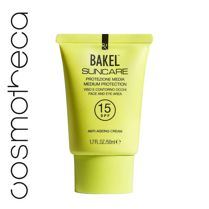 Bakel Крем Suncare для кожи лица и области вокруг глаз, солнцезащитный, антивозрастной, SPF 15, 50 млSUNF15Кожа лица особенно чувствительна к воздействию солнечных лучей, поэтому правильный выбор солнцезащитного средства существенно влияет на свежесть загара и помогает сохранить молодость. Bakel Suncare содержит особые компоненты, удовлетворяющие всем потребностям вашей кожи. Керамиды (физиологические компоненты кожи) наряду с антивозрастным воздействием повышают тонус кожи и эластичность. Солодовый экстракт препятствует разрушению волокон коллагена из-за воздействия ультрафиолетовых лучей. Масло карите глубоко питает кожу и делает ее более упругой. Вода гамамелиса виргинского - успокаивающее действие, антиоксидант; Диэтилгексил карбонат и этилгексил пальмитат - увлажнение; Олеил олеат - увлажнение; Оксид цинка - защита от УФ-лучей; Диоксид титана - защита от УФ-лучей; Этилгексилметоксициннамат - защита от УФ-лучей; Каприловый, каприновый триглицерид - питание; Глицерин - питание; Гидролизованный солодовый экстракт - антивозрастное...