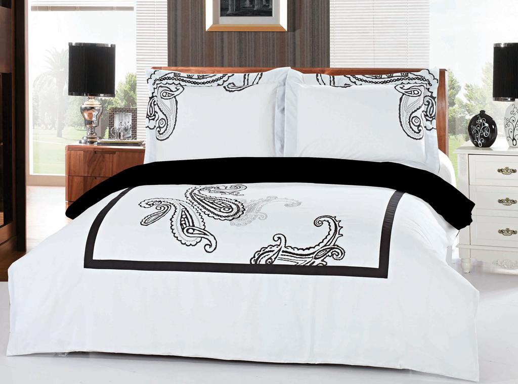 Комплект белья SL (2-х спальный КПБ, хлопок, наволочки 50х70). 0940309403Роскошный комплект постельного белья SL выполнен из натурального хлопка белого цвета и оформлен изящной вышивкой в виде турецких огурцов. Комплект состоит из пододеяльника, простыни и двух наволочек. Постельное белье SL подобно облаку сочетает в себе плотность цвета и безграничную нежность фактуры. Это белье обладает волшебной практичностью, а потому оказываться на седьмом небе станет вашим привычным занятием. Доверьте заботу о качестве вашего сна высококачественному натуральному материалу. Хлопок - ткань прочная, мягкая, обладает низкой сминаемостью, легко стирается и хорошо гладится. При соблюдении рекомендуемых условий стирки, сушки и глажения ткань имеет усадку по ГОСТу, сохраняется яркость текстильных рисунков. Комплект упакован в подарочную картонную коробку, украшенную сюжетами по мотивам картин эпохи Возрождения. Характеристики: Материал: 100% хлопок. Цвет: белый, черный. В комплект входят: Пододеяльник...