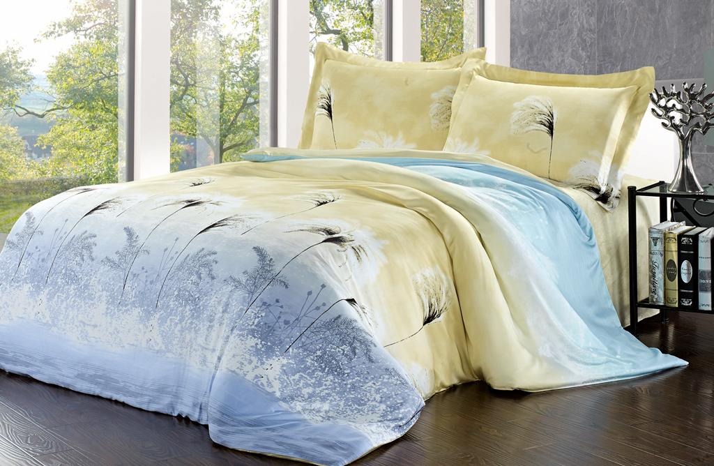 Комплект белья SL (евро КПБ, модал, наволочки 50х70). 0937109371Роскошный комплект постельного белья SL выполнен из модала и оформлен нежным цветочным рисунком. Комплект состоит из пододеяльника, простыни и двух наволочек. Постельное белье SL подобно облаку сочетает в себе плотность цвета и безграничную нежность фактуры. Это белье обладает волшебной практичностью, а потому оказываться на седьмом небе станет вашим привычным занятием. Доверьте заботу о качестве вашего сна высококачественному натуральному материалу. Модал - это 100% натуральная ткань. Она получена путем переработки распущенной целлюлозы, сырьем для которой служит древесина бука. Благодаря новым методам обработки эта ткань более стойкая, прочная и шелковистая. После стирки модал остается мягким, гибким и быстро сушится. Комплект упакован в подарочную картонную коробку, украшенную сюжетами по мотивам картин эпохи Возрождения. Характеристики: Материал: 100% модал. Цвет: желтый, голубой. В комплект входят: ...