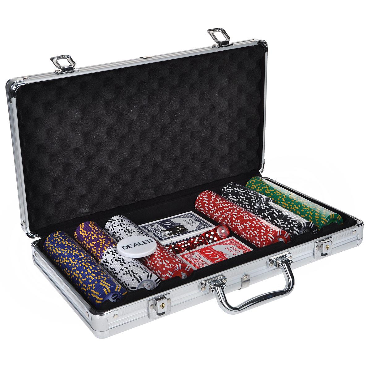 Набор для покера, размер: 40х21х8см. ГД4/300кГД4/300кНабор для игры в покер - то, что нужно для отличного проведения досуга. Набор состоит из двух колод игральных карт, 300 игровых пластиковых фишек, фишки Dealer и 5 игровых кубиков. Набор фишек состоит из 50 фишек белого цвета с номиналом 1, 75 фишек красного цвета c номиналом 5, 50 фишек зеленого цвета с номиналом 25, 50 фишек синего цвета с номиналом 50, 50 фишек черного цвета с номиналом 100 и 25 фишек фиолетового цвета с номиналом 500. Предметы набора хранятся в металлическом кейсе, закрывающемся на ключ. Такой набор станет отличным подарком для любителей покера. Покер (англ. poker) - карточная игра, цель которой - выиграть ставки, собрав как можно более высокую покерную комбинацию, используя 5 карт, или вынудив всех соперников прекратить участвовать в игре. Игра идет с полностью или частично закрытыми картами. Покер как карточная игра существует более 500 лет. Зародился он в Европе: в Испании, Франции, Италии. С течением...