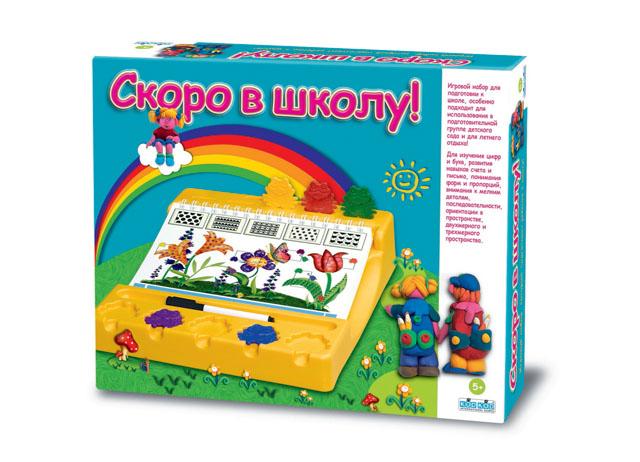 Настольная игра Скоро в школу1463С настольной игрой Скоро в школу, ребенок сможет отлично подготовиться к школе: счет до десяти, размер, ориентация в пространстве, формы и цвета, умение распознавать мелкие детали, логические цепочки, первые навыки письма и координации, развитие пространственного мышления и зрительной памяти – все это будет возможно освоить в игровой форме. Верными спутниками в игре будут 5 забавных разноцветных лягушат, которые подскажут, верно ли выполнено задание. Все задания построены на одном принципе: от простого к сложному, именно поэтому ребенку будет легко и интересно их выполнять. В комплект входит: пластмассовый рабочий стол, блокнот с 72 различными заданиями, 5 лягушат, ручка с губкой для стирания, 20 пирамид, 16 карточек, брошюра для родителей: готовность к первому классу и правила игры. Характеристики: Материал: пластик, картон. Размер рабочего стола: 32 см х 25 см. Количество игроков: 1 человек. Продолжительность игры: 20 минут.
