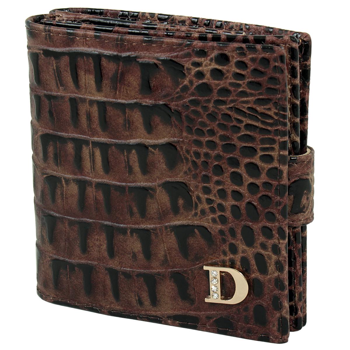 Кошелек женский Dimanche Loricata Brun, цвет: коричневый, бежевый. 207207Женский компактный кошелек Loricata Brun выполнен из натуральной высококачественной кожи с декоративным тиснением. Кошелек состоит из двух отделений. Первое отделение закрывается на магнитную кнопку, имеет четыре кармашка для кредиток и карман для монет с клапаном на кнопке. Второе отделение также закрывается на магнитную кнопку и содержит два кармана для купюр. Между отделениями также предусмотрен кармашек. Кошелек упакован в фирменную картонную коробку.