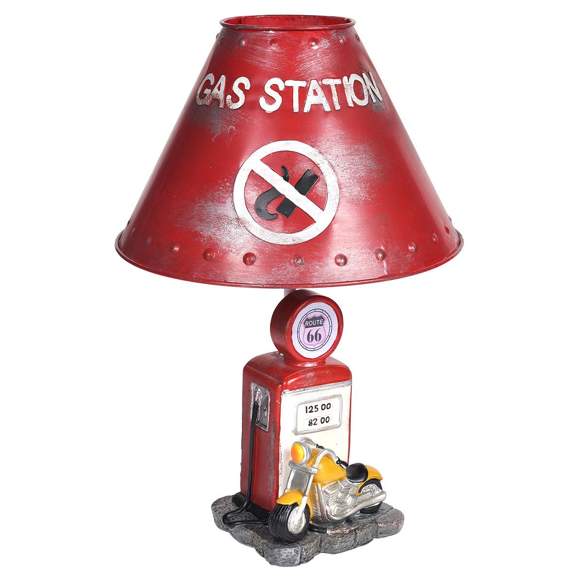 Светильник настольный Заправочная станция. 2934029340Настольный светильник, изготовленный из полирезины, выполнен в виде мотоцикла у заправки и оформлен металлическим абажуром красного цвета. Такой светильник прекрасно подойдет для украшения интерьера и создания атмосферы тепла и уюта. Внутри светильника расположена лампа накаливания. Светильник работает от электросети и включается при помощи кнопки на шнуре. Характеристики: Материал: полистоун, металл, пластик. Высота светильника: 39 см. Диаметр абажура: 26 см. Размер основания светильника: 12,5 см х 11 см. Мощность лампы: 40 Вт. Цоколь: Е27. Напряжение: 220 В, частота 50 Гц. Длина шнура: 150 см.