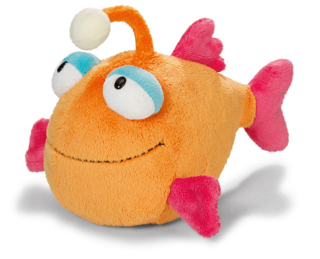 Мягкая игрушка Nici Рыбка с фонариком, 25 см36604Симпатичная мягкая игрушка Рыбка с фонариком не оставит вас равнодушным и вызовет улыбку у каждого, кто ее увидит. Удивительно мягкая игрушка изготовлена из высококачественного текстильного материала с набивкой из синтепона и пластиковых гранул. Рыбка оформлена фонариком, который светится в темноте. Оригинальный стиль и великолепное качество исполнения делают эту игрушку чудесным подарком к любому празднику. Немецкая компания Nici является одним из лидеров на Европейском рынке мягких игрушек и подарков. Продукцию компании можно встретить везде: это и значок на школьном рюкзаке, и магнит на холодильнике, и поздравительная открытка, и мягкая игрушка, и автомобильный талисман. Игрушки Nici - это товары высочайшего качества и инновационного дизайна. Для создания всего одной игрушки работает большое количество людей и используется самое современное оборудование и технологии. И делается все это для того, чтобы добиться счастливых улыбок покупателей.