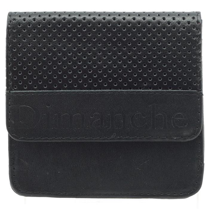 Кошелек мужской Dimanche Net, цвет: черный. 515515Кошелек Dimanche Net изготовлен из натуральной кожи черного цвета. Кошелек имеет два отделения. Первое отделение закрывается на кнопку; внутри содержится 2 отделения для купюр. Второе отделение, предназначенное для хранения мелочи, закрывается клапаном на кнопку и имеет 4 кармана для пластиковых карт. Внутри кошелек отделан атласным полиэстером черного цвета с узором. Клапан украшен мелкой перфорацией. Фурнитура - серебристого цвета. Стильный кошелек отлично дополнит ваш образ и станет незаменимым аксессуаром на каждый день. Упакован в фирменную картонную коробку коричневого цвета. Характеристики: Материал: натуральная кожа, полиэстер, металл. Цвет: черный. Размер кошелька (ДхШхВ): 9,5 см х 9,5 см х 2,5 см.