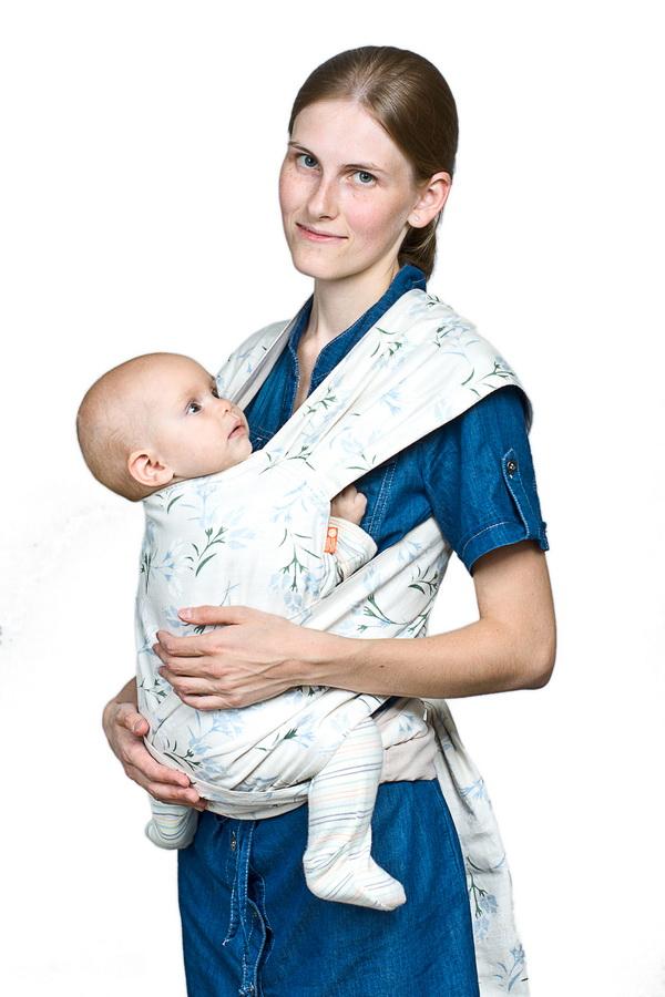 Май-слинг Чудо-Чадо, льняной: цвет: натюрельМСЛ02-000Май-слинг Чудо-Чадо - замечательный помощник для молодой мамы: освобождает руки, создает близкий контакт с малышом, обеспечивает физиологически правильное положение ребенка! Эта модель состоит из широкого четырехугольного полотнища, к которому пришиты лямки. Слинг выполнен из 100% льняной ткани. Мягкий, легкий, экологичный май-слинг прекрасно подойдет для малыша любого возраста, ведь натуральный материал не вызывает раздражения кожи, хорошо вентилируется и способен поддерживать комфортную температуру тела в жару или прохладную погоду. В этой переноске вес распределяется идеальным образом: май-слинг надевается на оба плеча родителя, поэтому не возникает смещения центра тяжести, так что даже тяжелого малыша вы будите носить с удовольствием, почти не ощущая нагрузки. Использовать май-слинг можно с самого раннего возраста, потому что в нем можно переносить малыша в горизонтальном положении лежа, в положении колыбелька. Вы сможете носить ребенка перед собой, за спиной или...