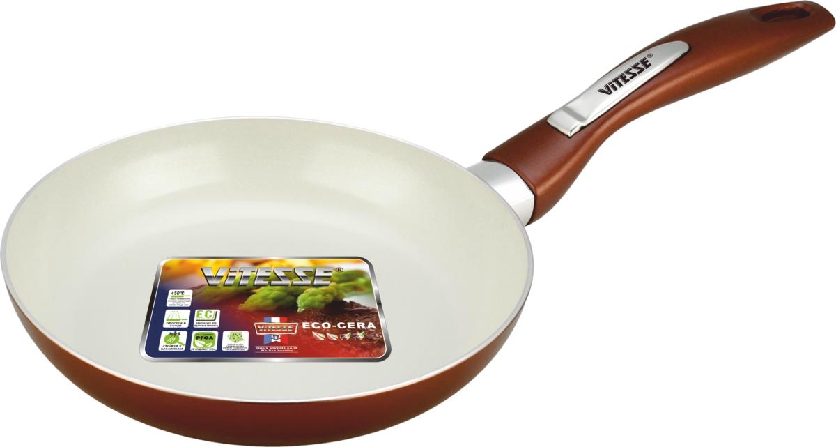 Сковорода Vitesse Le Grande, с керамическим покрытием, цвет: коричневый. Диаметр 24 см. VS-2233VS-2233Сковорода Vitesse Le Grande изготовлена из высококачественного алюминия с внутренним керамическим покрытием премиум-класса Eco-Cera. Благодаря керамическому покрытию пища не пригорает и не прилипает к поверхности сковороды, что позволяет готовить с минимальным количеством масла. Кроме того, такое покрытие абсолютно безопасно для здоровья человека, так как не содержит вредной примеси PFOA. Покрытие стойко к высоким температурам (до 450°С), устойчиво к царапинам. Внешнее силиконовое покрытие коричневого цвета обеспечивает легкую чистку. Дно сковороды снабжено антидеформационным индукционным диском. Сковорода быстро разогревается, распределяя тепло по всей поверхности, что позволяет готовить в энергосберегающем режиме, значительно сокращая время, проведенное у плиты. Сковорода оснащена бакелитовой, высокопрочной, огнестойкой, ненагревающейся ручкой удобной формы. Сковорода пригодна для использования на всех типах плит, включая индукционные. ...