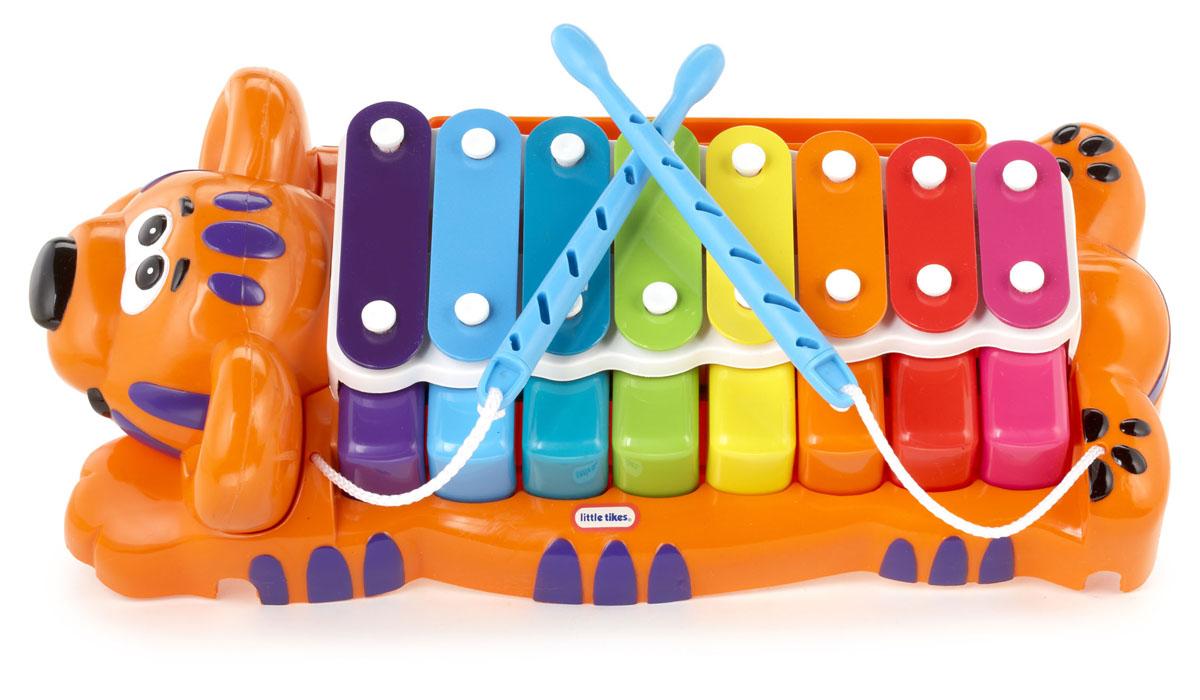 Музыкальная игрушка Little Tikes Тигр 629877Яркая музыкальная игрушка Little Tikes Тигр порадует вашего малыша и не позволит ему скучать. Она выполнена в виде лежащего тигра, на спине которого расположены восемь разноцветных металлических пластин, настроенных на восемь определенных тонов, а под ними восемь клавиш. Таким образом, игрушка имитирует два музыкальных инструмента: пианино и ксилофон. В комплект входят пластиковые палочки для игры на ксилофоне и ноты. Ребенок сможет сочинять собственные музыкальные произведения или проигрывать мелодии по нотам. Музыкальная игрушка Тигр поможет развить у ребенка музыкальный слух, чувство ритма, концентрацию внимания и мелкую моторику рук.