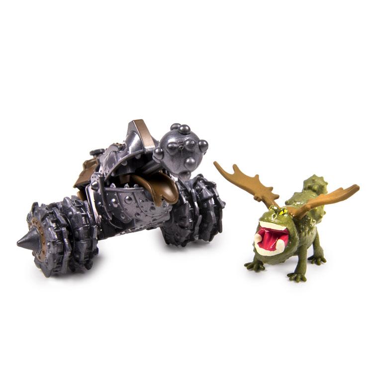 Набор для битв Dragons Gronckle vs. Cronckle Cannon66561_5Набор для битв Dragons Gronckle vs. Cronckle Cannon создан на основе масштабных батальных сцен из мультфильма «Как приручить дракона 2». По сюжету драконы сражаются против боевых машин. В набор входит фигурка дракона Громмеля и Пушка. С помощью этого набора для битвы ребенок сможет самостоятельно воссоздать картину сражения прямо в своей комнате и окунется в гущу событий мультфильма, будет проигрывать любимые сцены или придумывать свои истории!