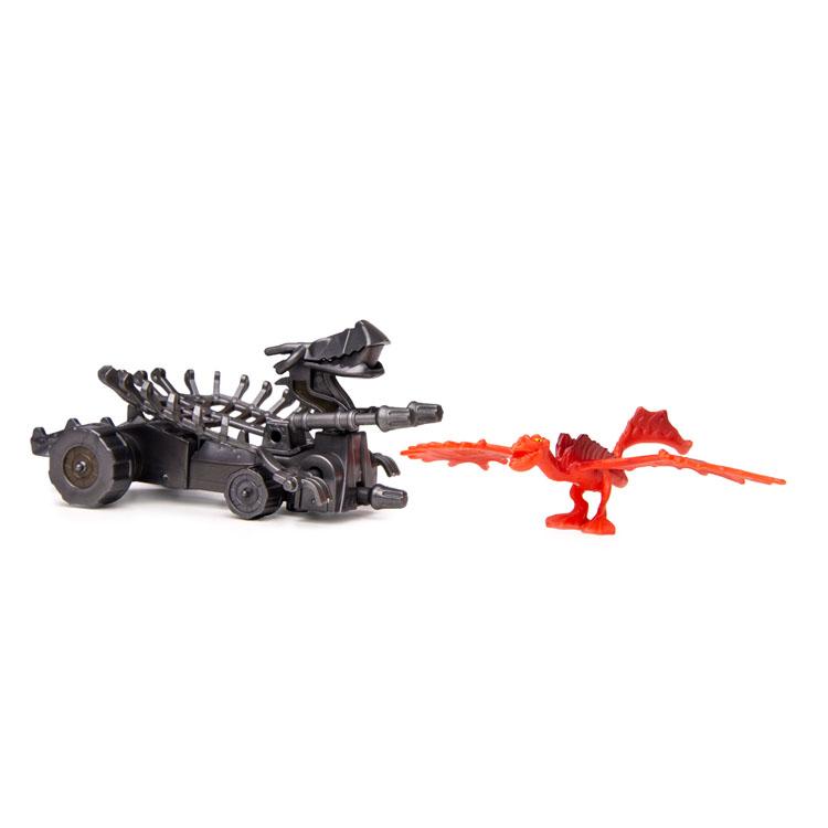 Набор для битв Dragons Monstrous Nightmare vs. Snuffer66561-20065268Набор для битв Dragons Monstrous Nightmare vs. Snuffer создан на основе масштабных батальных сцен из мультфильма «Как приручить дракона 2». По сюжету драконы сражаются против боевых машин. В набор входит фигурка дракона Кривоклыка и боевая машина Снаффер. С помощью этого набора для битвы ребенок сможет самостоятельно воссоздать картину сражения прямо в своей комнате и окунется в гущу событий мультфильма, будет проигрывать любимые сцены или придумывать свои истории!