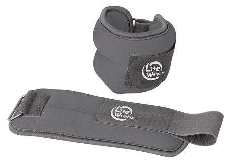 Утяжелители Lite Weights, 2 шт, 1,5 кг5870WCУтяжелители Lite Weights легко фиксируются при помощи крепежного ремешка на липучке. Они изготовлены из неопрена и наполнены металлической стружкой. Идеальны в использовании при беге трусцой, занятиях аэробикой, оздоровительной гимнастикой и фитнесом. Вес одного утяжелителя: 1,5 кг.