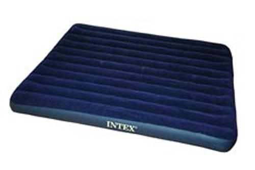 Матрас надувной Intex Royal, цвет: синий, 203 х 183 х 22 см. 6875568755Надувной матрас Intex Royal удобен и прост в использовании, он позволит вам провести весело время на пляже или без труда организовать дополнительное спальное место. Внутреннее устройство представляет собой оболочку с перегородками для плавного перетекания воздуха. Материал надувного матраса - прочный высококачественный и водонепроницаемый винил. Надувной матрас оснащен клапаном двойного действия, позволяющим быстро спустить или накачать воздух, используя любой насос фирмы Intex. Насос не входит в комплектацию. Гарантия производителя: 30 дней.