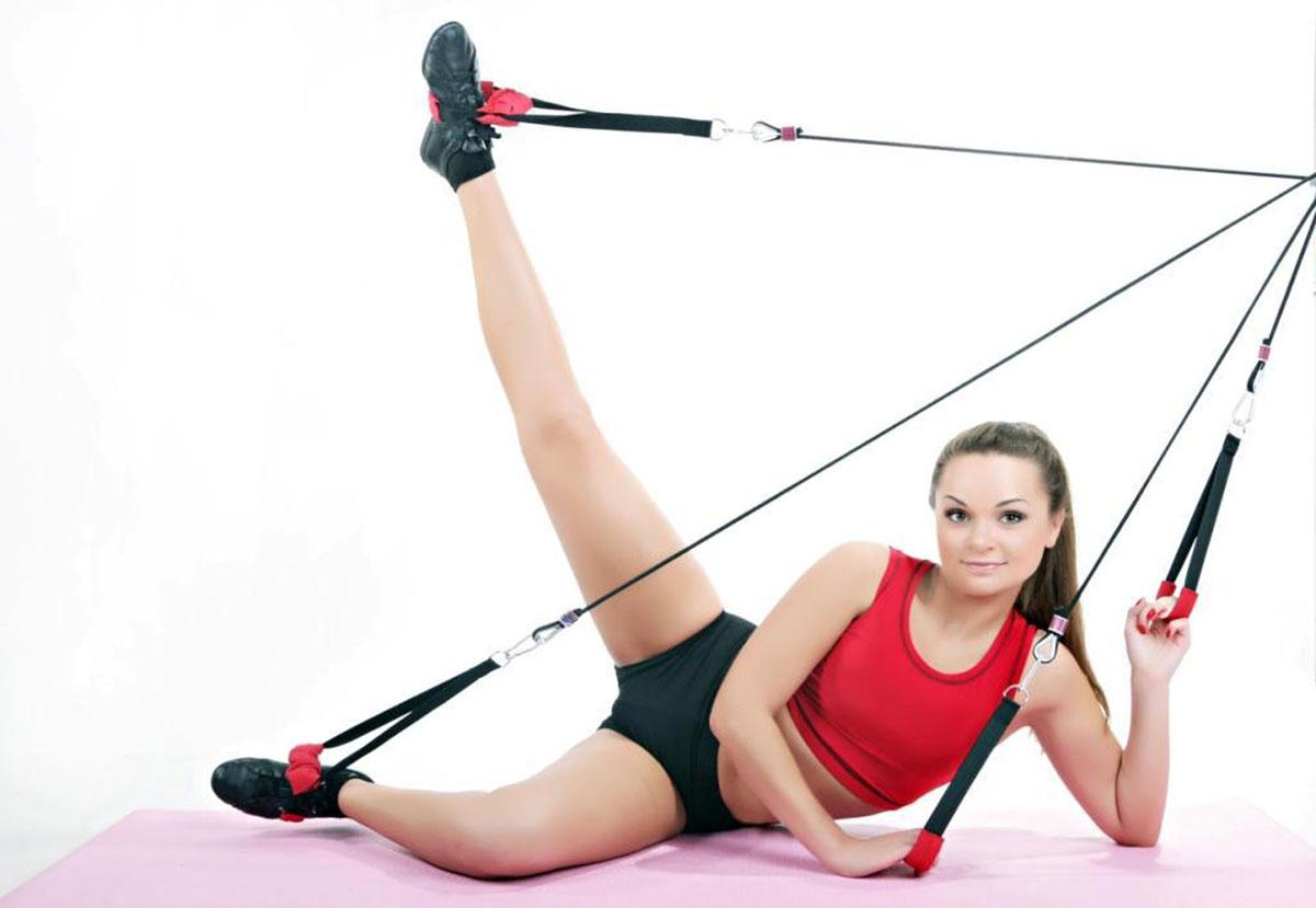 Эспандер Waist RexWaist RexЭспандер Waist Rex удачно совмещает в себе достоинства кардио и силовых тренировок: Сжигание жира и снижение веса; Повышение кардиовыносливости; Проработка важнейших групп мышц. Результат: Стройные ноги; Подтянутые ягодицы; Плоский живот; Высокая упругая грудь; Красивая осанка. Комплектация: тяги - 2шт., эргономичные рукоятки для рук - 2шт., эргономичные рукоятки для ног - 2шт., ремень для закрепления гири – 1 шт., гибкая тяга (шнур) для регулировки длинны тренажера – 1шт., крепежный крюк - 1шт., карабины – 4шт., сумка для переноски эспандера – 1шт., DVD-диск с комплексом упражнений - 1шт., инструкция с программой тренировок - 1шт.