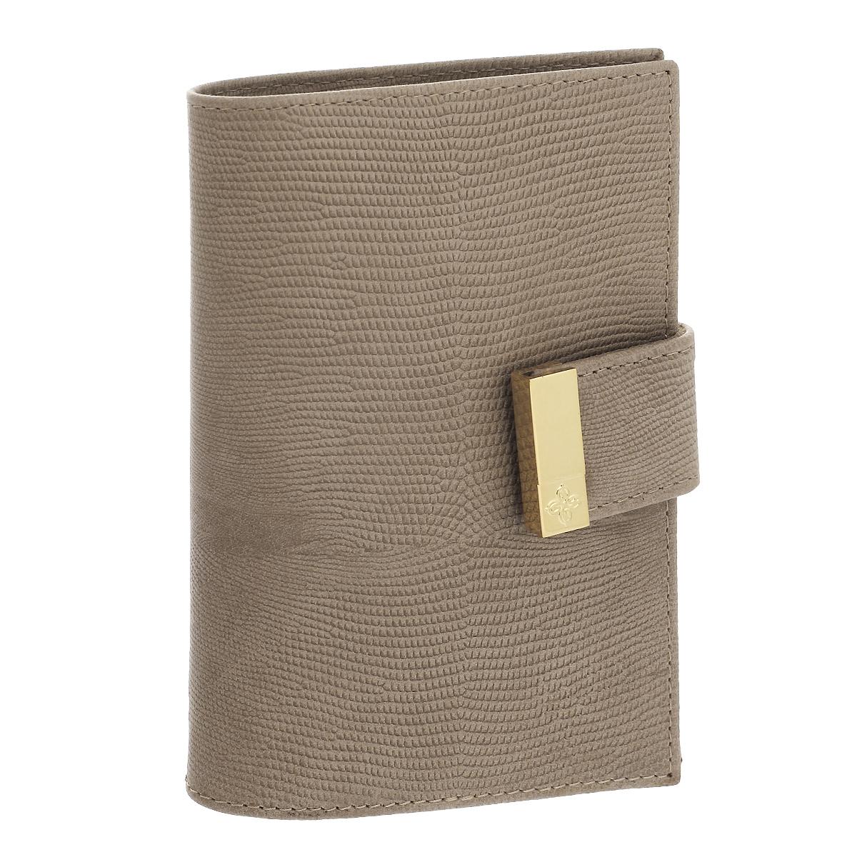 Обложка для паспорта Dimanche Elite Beige, цвет: бежевый. 730730Обложка для паспорта Elite Beige выполнена из натуральной кожи с декоративным тиснением под варана. На внутреннем развороте - два кармашка из прозрачного пластика. Обложка застегивается на хлястик с кнопкой. Обложка не только поможет сохранить внешний вид ваших документов и защитит их от повреждений, но и станет стильным аксессуаром, который подчеркнет ваш неповторимый стиль. Обложка упакована в коробку из плотного картона с логотипом фирмы.