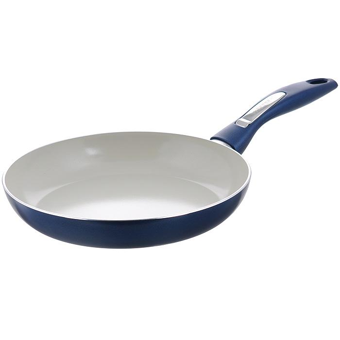 Сковорода Vitesse Le Grande, с керамическим покрытием, цвет: синий. Диаметр 20 см. VS-2233VS-2232Сковорода Vitesse Le Grande изготовлена из высококачественного алюминия с внутренним керамическим покрытием премиум-класса Eco-Cera. Благодаря керамическому покрытию пища не пригорает и не прилипает к поверхности сковороды, что позволяет готовить с минимальным количеством масла. Кроме того, такое покрытие абсолютно безопасно для здоровья человека, так как не содержит вредной примеси PFOA. Покрытие стойко к высоким температурам (до 450°С), устойчиво к царапинам. Внешнее силиконовое покрытие цвета синий металлик обеспечивает легкую чистку. Дно сковороды снабжено антидеформационным индукционным диском. Сковорода быстро разогревается, распределяя тепло по всей поверхности, что позволяет готовить в энергосберегающем режиме, значительно сокращая время, проведенное у плиты. Сковорода оснащена бакелитовой, высокопрочной, огнестойкой, ненагревающейся ручкой удобной формы. Сковорода пригодна для использования на всех типах плит, включая индукционные. ...