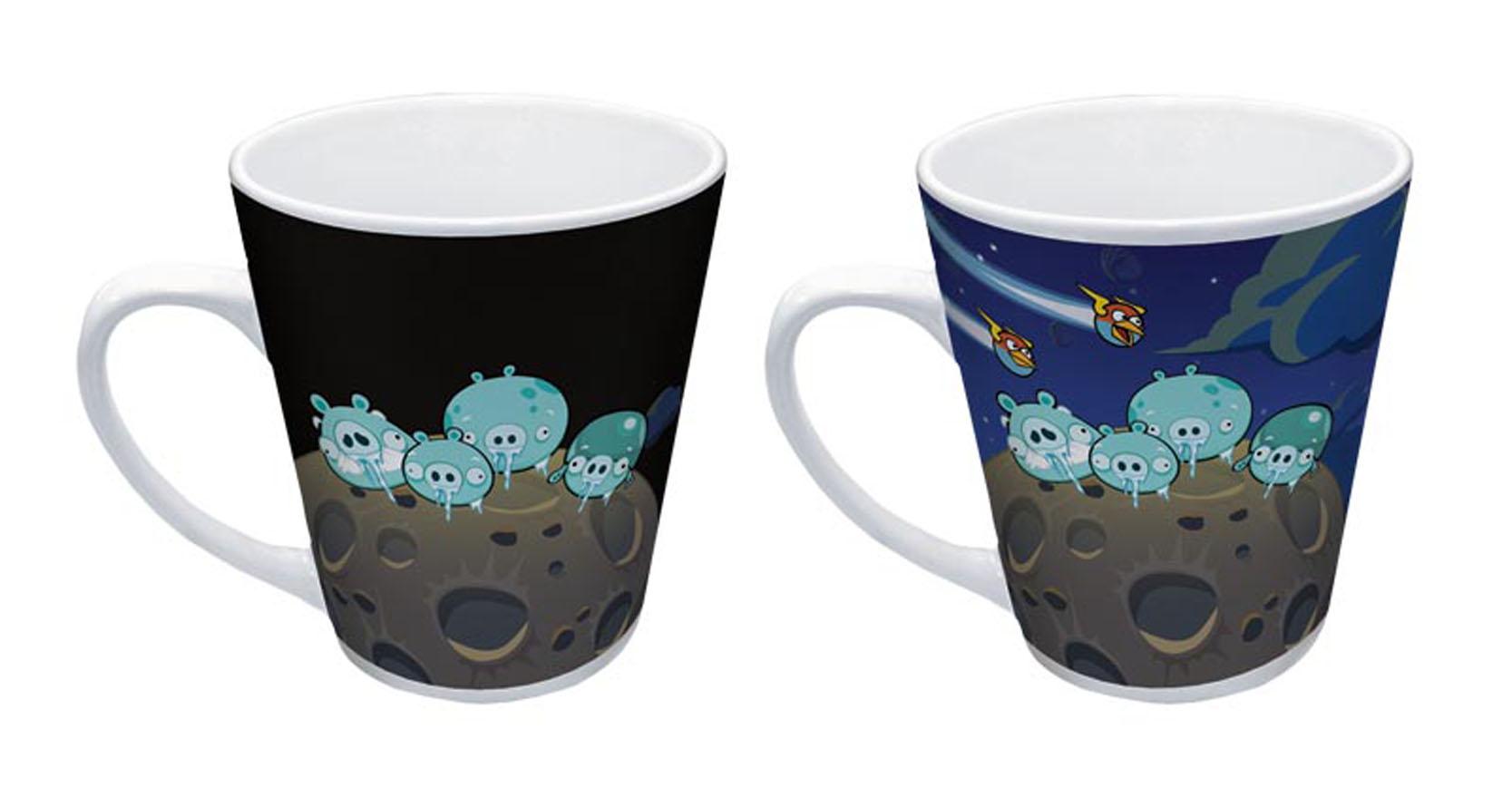 Термокружка керамическая Angry Birds, 300 мл. 9398493984Кружка Angry Birds, выполненная из керамики, станет желанным подарком и приятным сюрпризом. Красочная кружка с героями популярной видеоигры-головоломки вместительна и прочна. При заполнении кружки горячей водой рисунок меняется. Кружку можно использовать в микроволновой печи и посудомоечной машине.