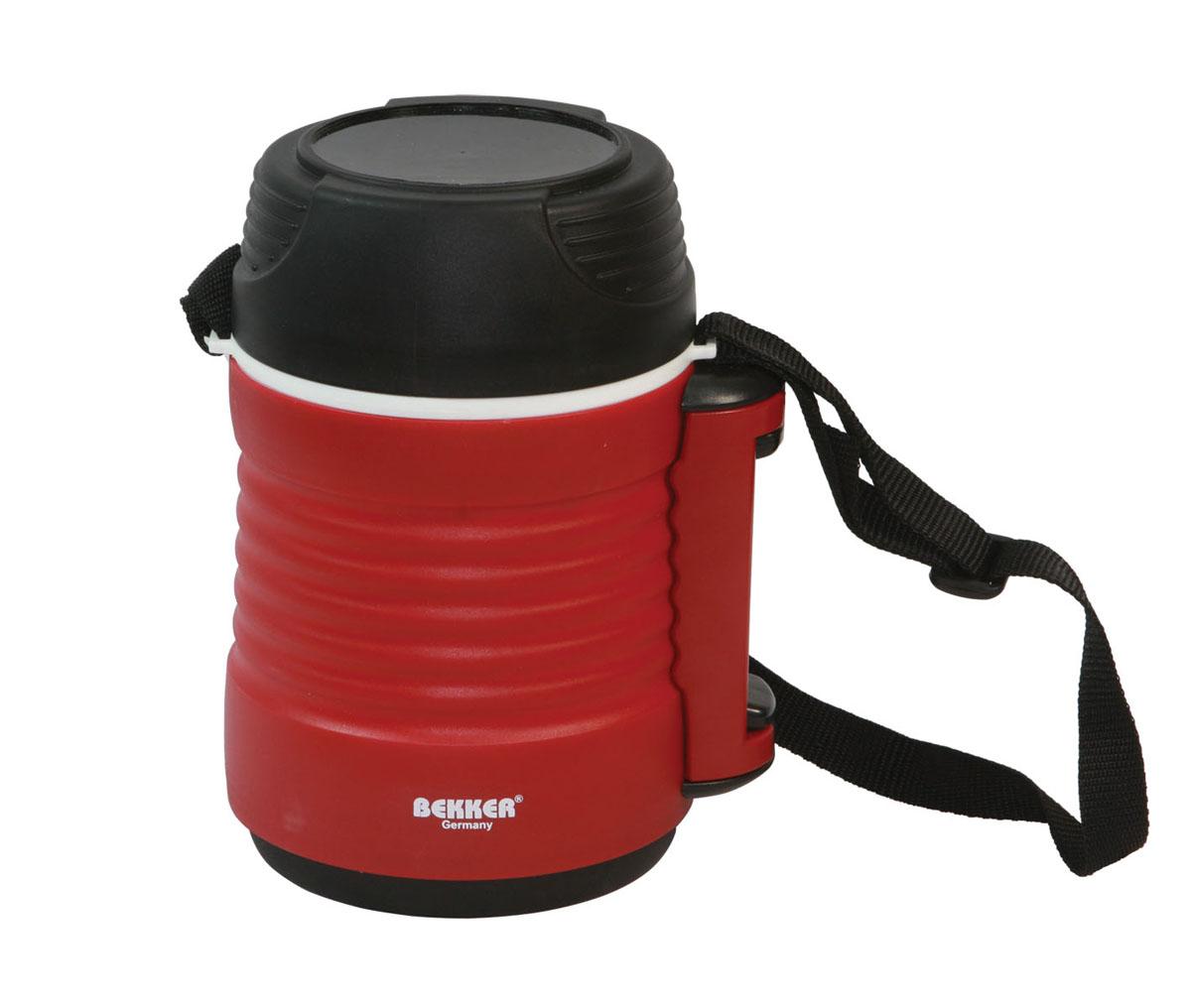 Термоконтейнер Bekker, цвет: красный, 1,2 лBK-4315Удобный термоконтейнер Bekker предназначен для транспортировки и хранения первых и вторых блюд. Благодаря наличию двух дополнительных контейнеров возможно совмещать сразу несколько блюд. Термоконтейнер выполнен из пластика и нержавеющей стали, дополнительные контейнеры изготовлены из пластика. На основном контейнере расположен ремень для более удобной переноски. Характеристики: Материал: нержавеющая сталь, пластик. Размер термокружки: 16 см х 12 см х 22 см. Размер среднего контейнера: 10 см х 10 см х 10 см. Размер маленького контейнера: 10 см х 10 см х 5 см. Объем термокружки: 1,2 л. Объем среднего контейнера: 600 мл. Объем маленького контейнера: 260 мл. Размер упаковки: 15 см х 14 см х 22 см. Артикул: 20432.