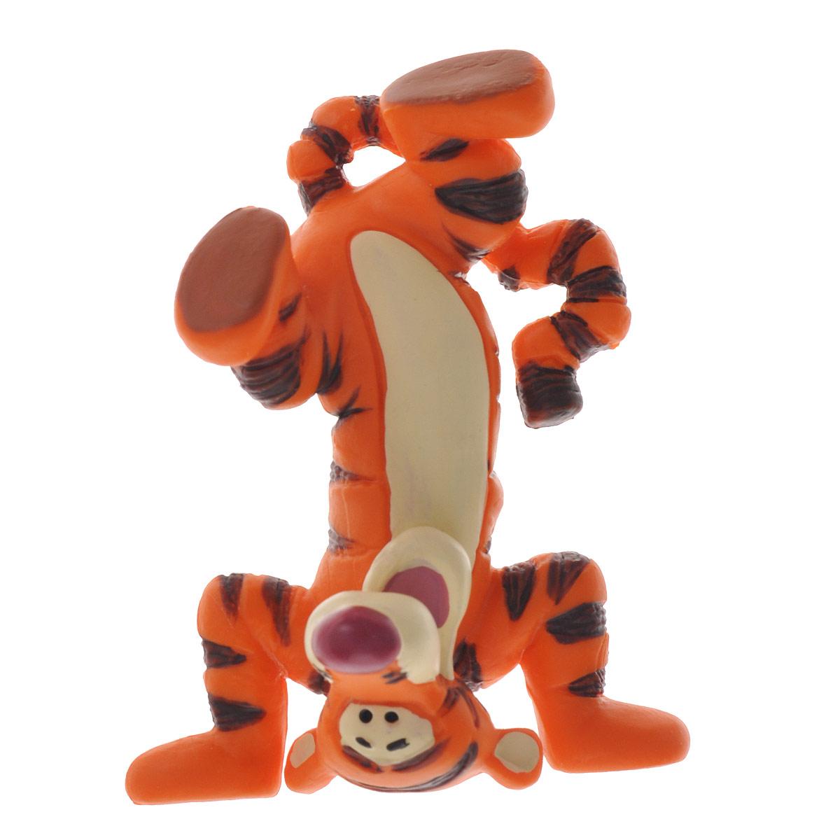 Фигурка Тигруля, стоящий на голове, 6,5 см12321Фигурка «Тигруля» непременно придется по душе вам и вашему ребенку. Она выполнена в виде героя из мультфильма студии Уолта Диснея «Винни-Пух и все, все, все» - Тигрули, стоящего на голове. И это еще далеко не все, что он умеет! Тигруля прекрасно прыгает, лазает по деревьям и, конечно же, бегает. Фигурка персонажа отражает его безмерную энергичность и веселый нрав. Фигурка выполнена из высококачественного, нетоксичного материала и абсолютно безопасна для ребенка. С такой фигуркой ваш ребенок окунется в гущи событий мультсериала, будет проигрывать любимые сцены или придумывать свои истории.