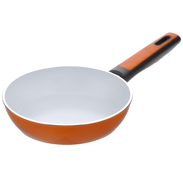 Сковорода Vitesse, с керамическим покрытием, цвет: оранжевый. Диаметр 26 см. VS-2295VS-2295Сковорода Vitesse изготовлена из высококачественного кованого алюминия, что обеспечивает равномерное нагревание и доведение блюд до готовности. Внешнее термостойкое покрытие оранжевого цвета обеспечивает легкую чистку. Внутреннее керамическое покрытие Eco-Cera белого цвета абсолютно безопасно для здоровья человека и окружающей среды, так как не содержит вредной примеси PFOA и имеет низкое содержание CO в выбросах при производстве. Керамическое покрытие обладает высокой прочностью, что позволяет готовить при температуре до 450°С и использовать металлические лопатки. Кроме того, с таким покрытием пища не пригорает и не прилипает к стенкам. Готовить можно с минимальным количеством подсолнечного масла. Дно сковороды оснащено антидеформационным индукционным диском. Сковорода быстро разогревается, распределяя тепло по всей поверхности, что позволяет готовить в энергосберегающем режиме, значительно сокращая время, проведенное у плиты. Сковорода оснащена...