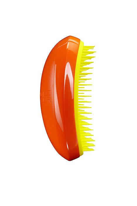 Tangle Teezer Расческа для волос Salon Elite. Orange MangoSE-OY-010313Профессиональная распутывающая расческа Tangle Teezer Salon Elite идеально подходит для всех типов волос. Оригинальная форма зубчиков обеспечивает двойное действие и позволяет быстро и безболезненно расчесать влажные и сухие волосы. Благодаря эргономичному дизайну, расческу удобно держать в руках, не опасаясь выскальзывания. Товар сертифицирован.