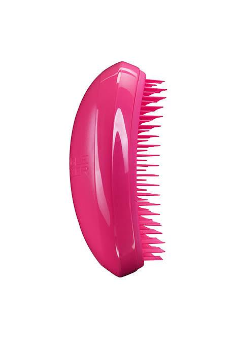 Tangle Teezer Расческа для волос Salon Elite. Dolly PinkSE-PP-010112Профессиональная распутывающая расческа Tangle Teezer Salon Elite идеально подходит для всех типов волос. Оригинальная форма зубчиков обеспечивает двойное действие и позволяет быстро и безболезненно расчесать влажные и сухие волосы. Благодаря эргономичному дизайну расческу удобно держать в руках, не опасаясь выскальзывания. Цвет: розовый. Товар сертифицирован.