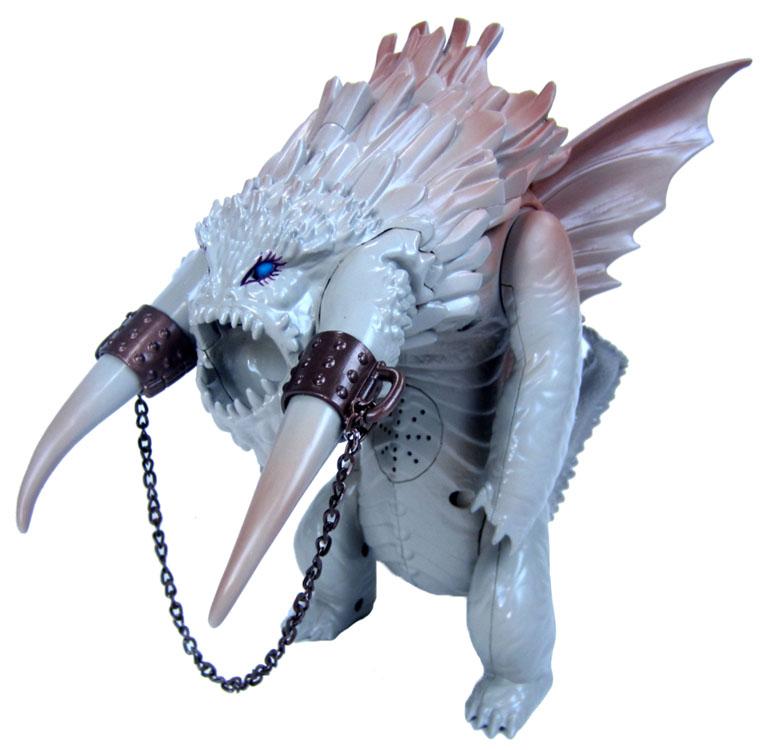 Игрушка Dragons Большой ледяной дракон66566Игрушка Dragons Большой ледяной дракон, непременно, понравится вашему ребенку. Дракон выполнен из пластика в виде персонажа мультфильма Как приручить дракона 2. Он встречается в финальной битве мультфильма. Это огромное чудище с двумя бивнями, которое запускает из пасти ледяные стрелы. На спине дракона расположена ручка, чтобы управлять им. Он может поднимать голову и передние лапы, а также выпускать стрелы из пасти. При этом дракон будет издавать соответствующие звуки (топот, рычание, свист ледяных стрел). В комплект с драконом входит фигурка Беззубика и ледяная стрела. Порадуйте своего ребенка таким замечательным подарком! Для работы игрушки необходимы 3 батареи напряжением 1,5V типа LR44 (входят в комплект).