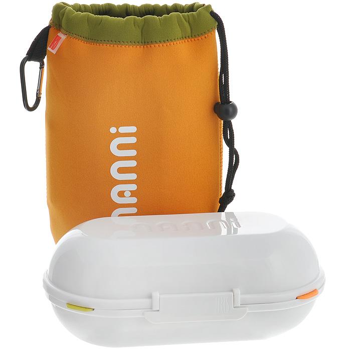 Ланчбокс Iris Barcelona Nanni, с контейнерами и приборами, цвет: оранжевый8419-PЛанчбокс Iris Barcelona Nanni представляет собой пластиковый контейнер с двумя отделениями. Отделения плотно закрываются разноцветными крышками с силиконовыми вставками, что дольше сохраняет еду свежей. Внутри имеется специальная выемка для столовых приборов (ложка, вилка, нож), выполненных из пластика белого цвета. Контейнер закрывается на защелку. Контейнер помещается в неопреновую сумочку оранжевого цвета, затягивающуюся на шнурок. С задней стороны сумки имеется вкладыш для записи имени, адреса и телефона. Сбоку расположена петелька с карабином, за которую ланчбокс можно подвесить к рюкзаку или багажу. Никто даже не догадается, если вы того не захотите, что у вас с собой обед! Такой ланчбокс пригодится где угодно: его можно взять с собой на работу, учебу, прогулку или в поездку. Компактный, но в тоже время функциональный контейнер вместит обед из двух блюд. Он сохранит еду свежей и вкусной, а компактный размер не займет много места в сумке или...
