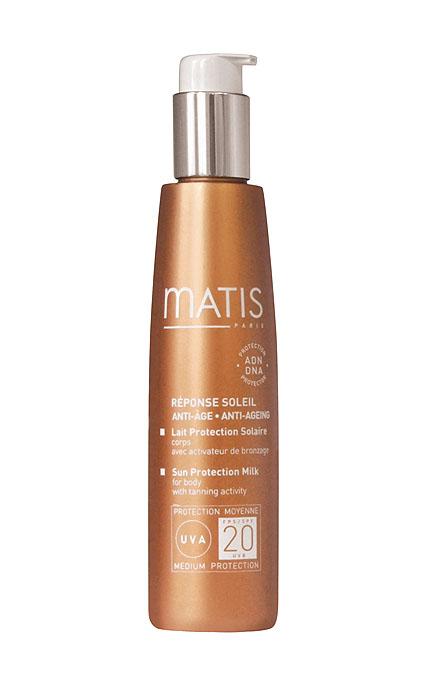 Matis Солнцезащитное молочко для тела SPF20 150 мл37258Легкий бархатистый лосьон со средней степенью защиты от УФ лучей. Легко наносится на кожу не оставляет белесых следов и жирного блеска. Придает коже приятный аромат, напоминающий о лете. Благодаря входящему в состав ускорителю загара, дарит коже ровный, сияющий, красивый загар, не требуя длительного пребывания на солнце. Обеспечивает оптимальную защиту коже. Защищает ДНК клеток, препятствует фотостарению. Активные компоненты: Антилеукин®6 - защита ДНК клеток; Фильтры UVB, Фильтры UVA - защита от солнца; Тир - Эсель - сочетание производной тирозина (предшественник меланина) и масла люффы. Ускоряет появление загара и поддерживает интенсивность оттенка. Способ применения: равномерно наносить на все тело за 20 – 30 минут до выхода на солнце. Повторять нанесение не реже, чем через каждые два часа и после купания.