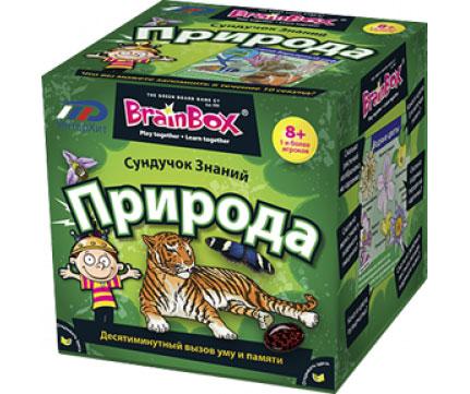BrainBox Настольная игра Сундучок знаний Природа90703Настольная игра Сундучок знаний: Природа - это десятиминутный вызов уму и памяти. Игра включает 53 карточки, направленные на изучение природы, песочные часы, игральный кубик и карточку с правилами игры на русском языке. Каждая карточка содержит тезис, связанный с природой, картинки и на обратной стороне - вопросы, ответы на которые можно найти в картинках. Необходимо перевернуть песочные часы и изучить картинки в течение десяти секунд. Затем перевернуть карточку, бросить игральный кубик и ответить на вопрос, порядковый номер которого равен количеству выпавших на кубике очков. Если ответ верен, игрок забирает карточку, если нет - возвращает в коробку. По прошествии десяти минут производится подсчет накопившихся карточек. В эту игру можно играть как одному, так и в компании двух и более игроков. Как показывает практика, уже через 5 минут от игры не получается оторваться и взрослым людям, поэтому не удивительно, что игра является хитом продаж во многих странах.