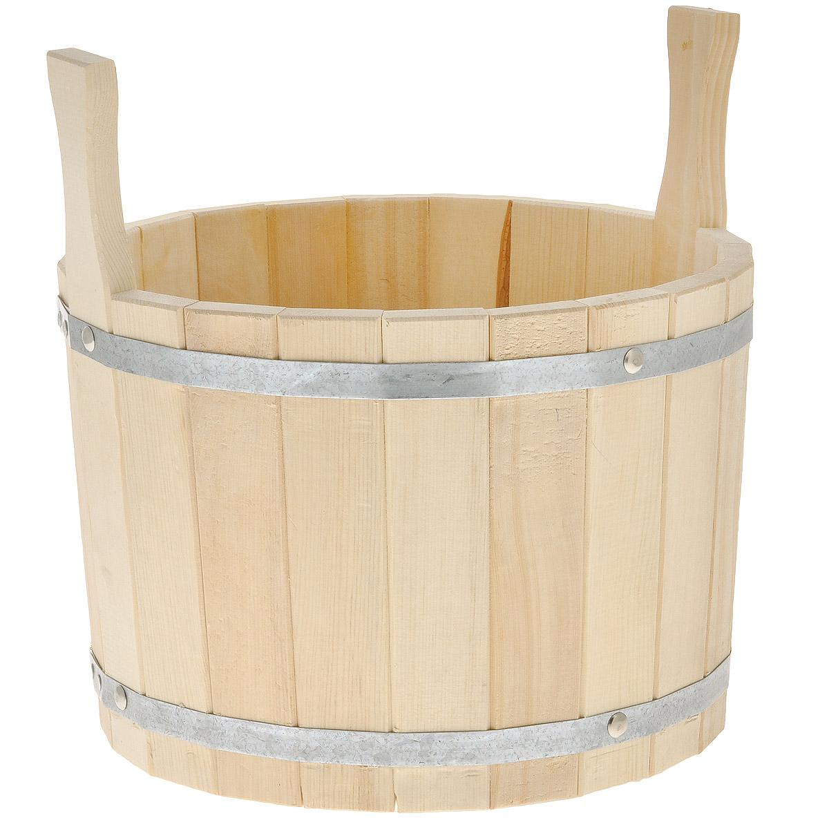 Шайка для бани Доктор Баня, 10 л8316Шайка круглой формы выполнена из брусков кедра, стянутых двумя металлическими обручами. Она прекрасно подойдет для замачивания веника или других банных процедур. Для более удобного использования шайка имеет по бокам две небольшие ручки. Шайка является одной из тех приятных мелочей, без которых не обойтись при принятии банных процедур. Аксессуары для бани и сауны - это те приятные мелочи, которые приносят радость и создают комфорт. Интересная штука - баня. Место, где одинаково хорошо и в компании, и в одиночестве. Перекресток, казалось бы, разных направлений - общение и здоровье. Приятное и полезное. И всегда в позитиве. Характеристики: Материал: дерево (кедр), металл. Объем шайки: 10 л. Диаметр шайки по верхнему краю: 30 см. Высота шайки (без учета ручек): 21,5 см. Длина ручек: 10 см.