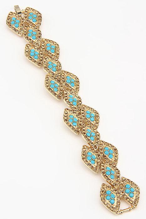 Браслет Fashion Jewelry, цвет: золотистый, голубой. BR0208BR0208Оригинальный браслет Fashion Jewelry выполнен из металла и украшен стразами из пластика и стекла. Браслет имеет надежную застежку-защелку. Такой браслет позволит вам быть оригинальной и изящной и создать свой неповторимый образ. Красивое и необычное украшение блестяще подчеркнет изысканный вкус, женственность и красоту своей обладательницы и поможет внести разнообразие в привычный образ.