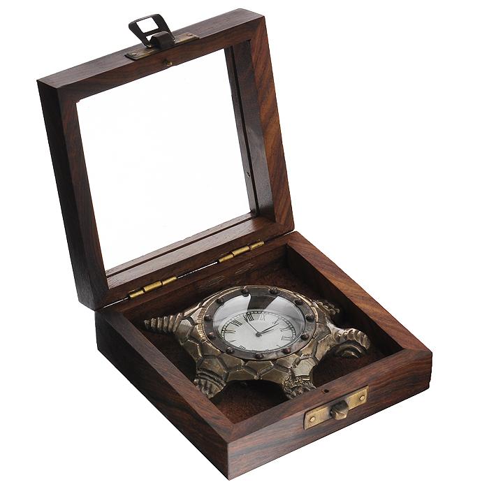 Часы сувенирные Черепаха, цвет: бронзовый. 3582535825Часы Черепаха с кварцевым механизмом работают плавно и бесшумно и требуют лишь примерно раз в год замены батарейки. На циферблате имеются часовая, минутная и секундная стрелки. Выполненные из металлического сплава в виде черепахи, они, несомненно, будут привлекать к себе внимание. Часы упакованы в деревянный футляр с окошком на крышке, что позволяет просматривать время, не вынимая. Такие часы легко впишутся в любой интерьер и станут великолепным подарком!