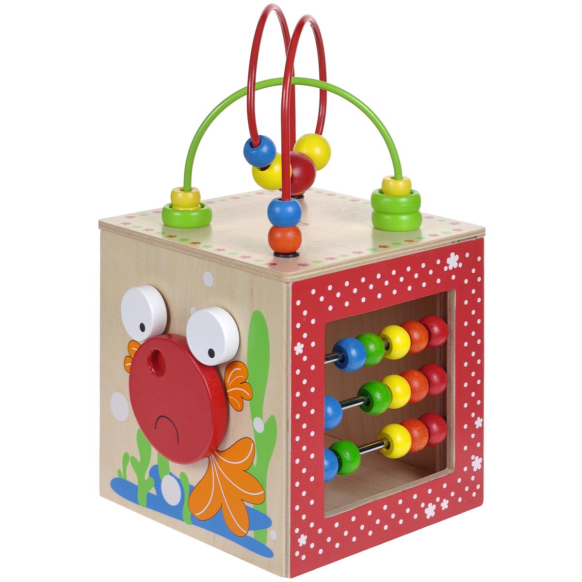 Деревянная развивающая игрушка Hape Активный куб-лабиринтЕ1802Яркая деревянная развивающая игрушка Hape Активный куб-лабиринт понравится вашему малышу и надолго займет его внимание. Игрушка выполнена из дерева в виде необычного куба, на гранях которого имеется множество занимательных элементов. На одной стороне игрушки расположены часики в виде цветка, которые помогут ребенку научиться определять время. На другой стороне находятся счеты: на металлические оси нанизаны разноцветные деревянные бусинки. Малыш с удовольствием будет их передвигать из стороны в сторону, осваивая счет. На одной из сторон куба изображена рыбка с объемными глазками и туловищем. Ребенок сможет вращать туловище рыбки, при этом приводя в движение и ее глаза. На четвертой стороне расположено большое круглое зеркало. Сверху на кубе имеются изогнутые металлические дуги, на которые нанизаны разноцветные колечки и бусинки. Малыш с удовольствием сможет их передвигать вдоль дуги или вращать. Игрушка Активный куб-лабиринт поможет ребенку в развитии...