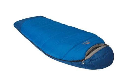 Спальный мешок Alexika Forest Compact, цвет: синий, левосторонняя молния. 9231.010529231.01052Туристический спальник Alexika Forester Compact представляет собой уменьшенную копию спальных мешков модели Forester, и обладает всеми теми же качествами, за исключением размера, который на порядок меньше (-20 см длины) и немножко легче (в отличие от оригинала, который весит 2,4 кг, компактная модель весит 2,1 кг). Критическая температура -15°C. Наиболее оптимальная от +1°C до -4°C. Вдоль оси капюшона расположен мягкий валик, под который удобно подложить голову во время сна. Бегунок молнии оснащен люминесцентной петлей, а сама молния - специальной лентой для защиты от закусывания, к тому же молния хорошо загерметизирована и утеплена, и не пропустит холодный воздух сквозь зубцы. Внутренняя часть капюшона сделана из ткани Soft Micro Polyester Diamond RipStop, которая неплохо вентилирует воздух. В заключении можно сказать, что Alexika Forester Compact - удачная комбинация кокона и спальника одеяла с высоким комфортом и низкими теплопотерями. ...