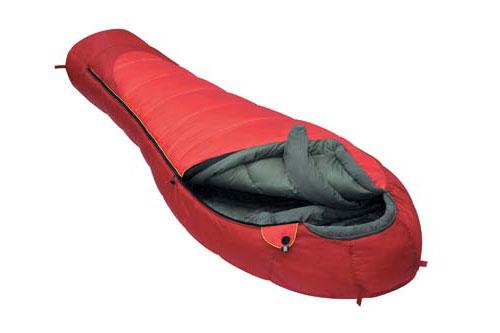 Спальный мешок Alexika Iceland, цвет: красный, левосторонняя молния. 9228.010629228.01062Спальник Alexika Iceland представляет собой самую недорогую модель спального мешка на рынке среди зимних спальников. Благодаря хорошим свойствам утеплителя APF-Isoterm 3D вы можете спать спокойно, в тепле и комфорте даже при низких температурах. Сам мешок довольно просторный, и в случае, если вы используете его при температурах более низких (температура экстрима -32°С), вы можете надеть на себя дополнительную одежду. Внутренняя ткань капюшона - Soft Micro Polyester Diamond RipStop H2O, прекрасно защищает от влаги и ветра, но в то же время позволяет вентилировать воздух, не заставляя вас мучиться от духоты. Подобно всем моделям спальников от Alexika, данная модель также снабжена лентой, предохраняющей попадание ткани в молнию при застегивании, отделение в капюшоне для подушки или какой-либо другой вещи для подкладки под голову, теплый воротник, полностью обхватывающий шею на 360 градусов. Еще приятными мелочами являются наличие внутри спальника сетчатого...