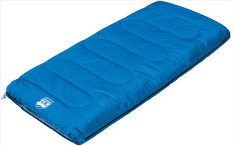 Спальный мешок-одеяло KSL Camping Comfort, цвет: синий, правосторонняя молния. 6253.010516253.01051С данной моделью спальника у вас больше никогда не возникнет никаких проблем при необходимости заночевать на природе. Спальный мешок-одеяло KSL Camping Comfort – лучший выбор для любителей летних походов. Внешний слой спальника сделан из полиэстера, а внутренний - из мягкого хлопка, нежного и весьма приятного на ощупь. Между ними расположено два слоя синтетического наполнителя. Наполнитель отлично сохраняет тепло, но при этом легок и пропускает воздух, благодаря чему ночевки в спальнике Camping Comfort будут комфортными. При необходимости вы можете состегнуть вместе два спальника, так как модель оборудована специальной молнией. Спальник легок в транспортировке и не займет много места в рюкзаке. Его удобно брать с собой даже хрупкой девушке. Кроме этого, за счет яркого синего цвета на спальнике не заметны загрязнения, что весьма актуально для людей, любящих походы. Но даже если после вылазки на природу вам понадобится его постирать, это можно сделать обычным...