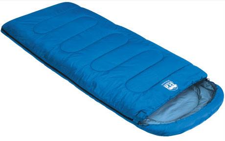 Спальный мешок-одеяло KSL Camping Comfort Plus, цвет: синий, левосторонняя молния. 6254.010526254.01052Любой турист знает, как важно перед вылазкой на природу заранее продумать вопрос ночевки. Причем стоит помнить, что даже в летнюю пору нередко случаются прохладные ночи. И вот здесь незаменимой вещью окажется качественный спальник. Один из таких вариантов предлагает компания KSL. Выпускаемый ею кемпинговый спальник-одеяло с подголовником Camping Comfort Plus можно смело назвать лучшим выбором для туриста, привыкшего к удобству. Мешок рассчитан на использование в теплое время года . Внешняя ткань данной модели - полиэстер, внутренняя - натуральный и мягкий хлопок, который очень приятен на ощупь. Между этими слоями ткани находится два слоя синтетического наполнителя. Весит спальник Camping Comfort Plus 1,9 кг. При этом спальник отличается солидной вместительностью. В нем будут себя комфортно чувствовать даже люди с габаритами несколько выше средних, мешок не стесняет движений и позволяет принимать во сне любое положение. При необходимости спальный мешок...