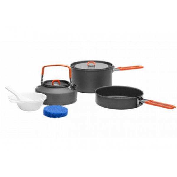 Набор походной посуды Fire-Maple Feast 2, цвет: металлик, оранжевый, 7 предметовFEAST 2Набор походной посуды Fire-Maple Feast 2 позволяет соединить в себе приготовление еды и напитков и заменить собой целую походную кухню. Набор рассчитан на 2-3 человека. При том, что набор очень компактен и легок, решена главная задача - это удобство в эксплуатации. Новая полноценная ручка с фиксатором позволяет удобно держать посуду при готовке, а при нажатии кнопки фиксатора позволяет сложить ручку и собрать набор в компактный вид для экономии пространства при хранении и транспортировки. Ручка выполнена из приятного на ощупь теплоизолирующего материала. В набор входят: - котелок, - чайник, - сковорода, - 2 пластиковые миски, - губка для мытья посуды, - лопатка. Набор поставляется с сетчатым нейлоновым мешочком для транспортировки и хранения. Объем котелка: 1,7 л. Размер котелка: 16,8 см х 9,8 см. Объем чайника: 0,8 л. Размер чайника: 15,3 см х 7,3 см. Объем сковороды: 0,8 л. Размер...