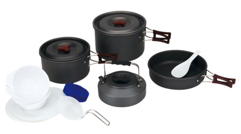 Набор походной посуды Fire-Maple, цвет: металлик, белый, 13 предметов. FMC-209FMC-209Набор походной посуды Fire-Maple - очень легкий и компактный набор портативной посуы, сделанной из анодированного алюминия, жаропрочного и устойчивого к износу, который легко мыть. Рассчитан набор на 4-5 человек. Все элементы, которых вы касаетесь при приготовлении, оснащены термоизолирующим покрытием, очень приятным на ощупь при эксплуатации. В комплект входят: - сковорода, - 2 котелка, - чайник, - лопатка, - складной половник, - 2 тарелки, - 4 миски, - губка для мытья посуды, - ситечко для чая. Набор поставляется с сетчатым нейлоновым мешочком для транспортировки и хранения. Объем сковороды: 1,1л. Размер сковороды: 19,7 см х 5 см. Объемы котелков: 1,8 л; 3 л. Размер большого котелка: 19,5 см х 12 см. Размер маленького котелка: 17 см х 10 см. Объем чайника: 0,8 л. Размер чайника: 15,3 см х 6,7 см.