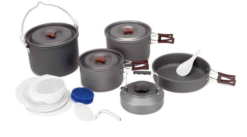 Набор походной посуды Fire-Maple, цвет: металлик, 18 предметов. FMC-212FMC-212Набор походной посуды Fire-Maple - очень легкий и компактный набор портативной посуды, сделанной из анодированного алюминия, жаропрочного и устойчивого к износу, который легко мыть. Рассчитан набор на 6-7 человек. Все элементы, которых вы касаетесь при приготовлении, оснащены термоизолирующим покрытием, очень приятным на ощупь при эксплуатации. В набор входят: - 3 котелка, - сковорода, - чайник, - складной половник, - лопатка, - 3 тарелки, - 6 мисок, - губка для мытья посуды, - ситечко для чая. Набор поставляется с сетчатым нейлоновым мешочком для транспортировки и хранения. Объемы котелков: 4,2 л; 3 л; 1,8 л. Размер большого котелка: 21,3 см х 14 см. Размер среднего котелка: 19,5 см х 12 см. Размер маленького котелка: 17 см х 10 см. Объем сковороды: 1,5 л. Размер сковороды: 21,8 см х 5,5 см. Объем чайника: 0,8 л. Размер чайника: 15,3 см х 6,7...