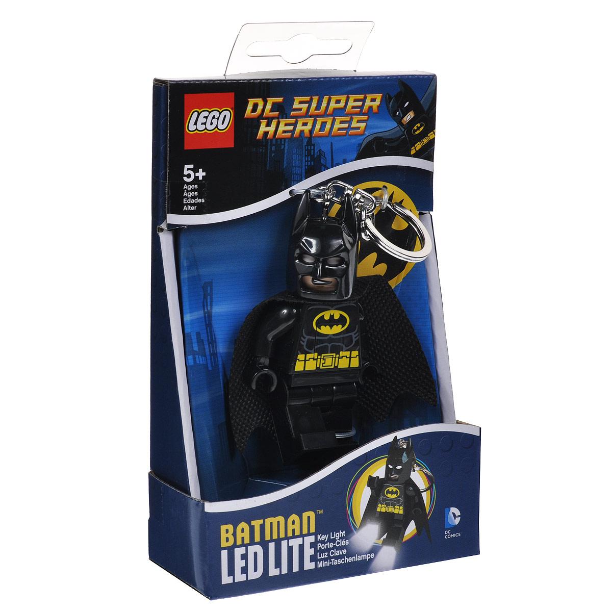 Брелок-фонарик для ключей Lego BatmanLGL-KE26Брелок-фонарик для ключей Lego Batman станет отличным подарком для знакомых или коллег по работе. Его можно пристегнуть к рюкзаку, сумке или повесить на связку ключей. Lego Batman - это современный осветительный прибор в классической форме фигурки Lego с подвижными конечностями. В ноги фигурки встроены два ярких светодиода, которые включаются нажатием на кнопку, расположенную на животе человечка.