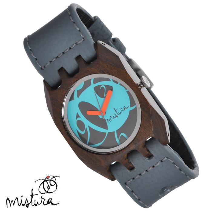 Часы наручные Mistura Volkano. Grey Pui Blue. TP12017GYPUBLWDTP12017GYPUBLWDНаручные часы Mistura благодаря своему эксклюзивному дизайну позволят вам выделиться из толпы и подчеркнуть свою индивидуальность. Для изготовления корпуса часов используется древесина тропических лесов Колумбии с применением индивидуальных методов ее обработки. Дизайн выполняется вручную. Часы оснащены японским кварцевым механизмом MIYOTA. Ремешок из натуральной кожи с фактурной поверхностью оформлен декоративной отстрочкой, застегивается на классическую застежку. Корпус часов изготовлен из дерева. Циферблат оформлен ярким принтом в виде цифр и защищен минеральным стеклом. Часы имеют функцию защиты от брызг. Изделие упаковано в фирменную коробку с логотипом компании Mistura. Часы марки Mistura идеально подходят молодым и уверенным в себе людям, ценящим качество, практичность и индивидуальность в каждой детали. Каждая модель оснащена оригинальным дизайнерским корпусом, а также ремешком из натуральной кожи, который можно заменить по вашему желанию. В...